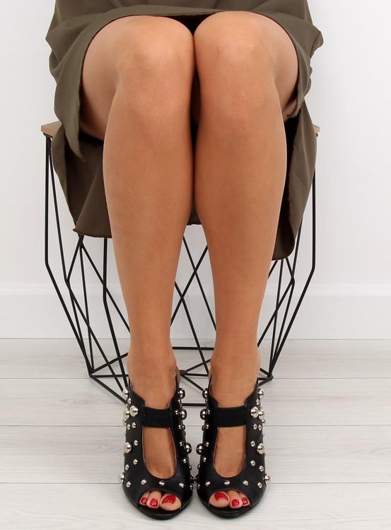 Sandałki z ćwiekami czarne 708-11 BLACK