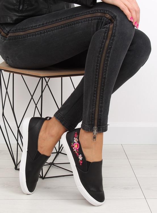 Slipony z delikatnym haftem czarne g1204a BLACK