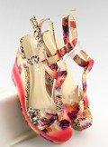 Atłasowe sandałki na koturnie 903 RED