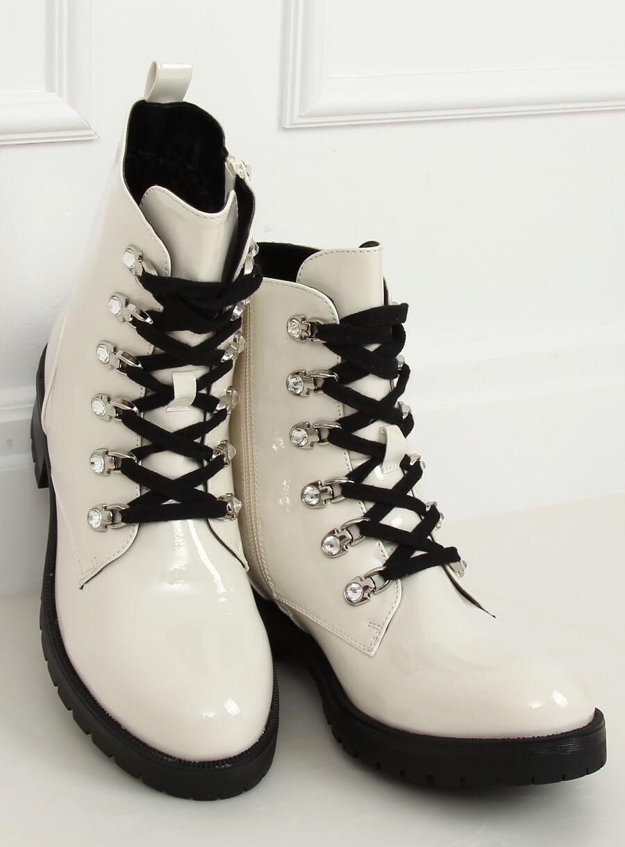 Biele lakované topánky