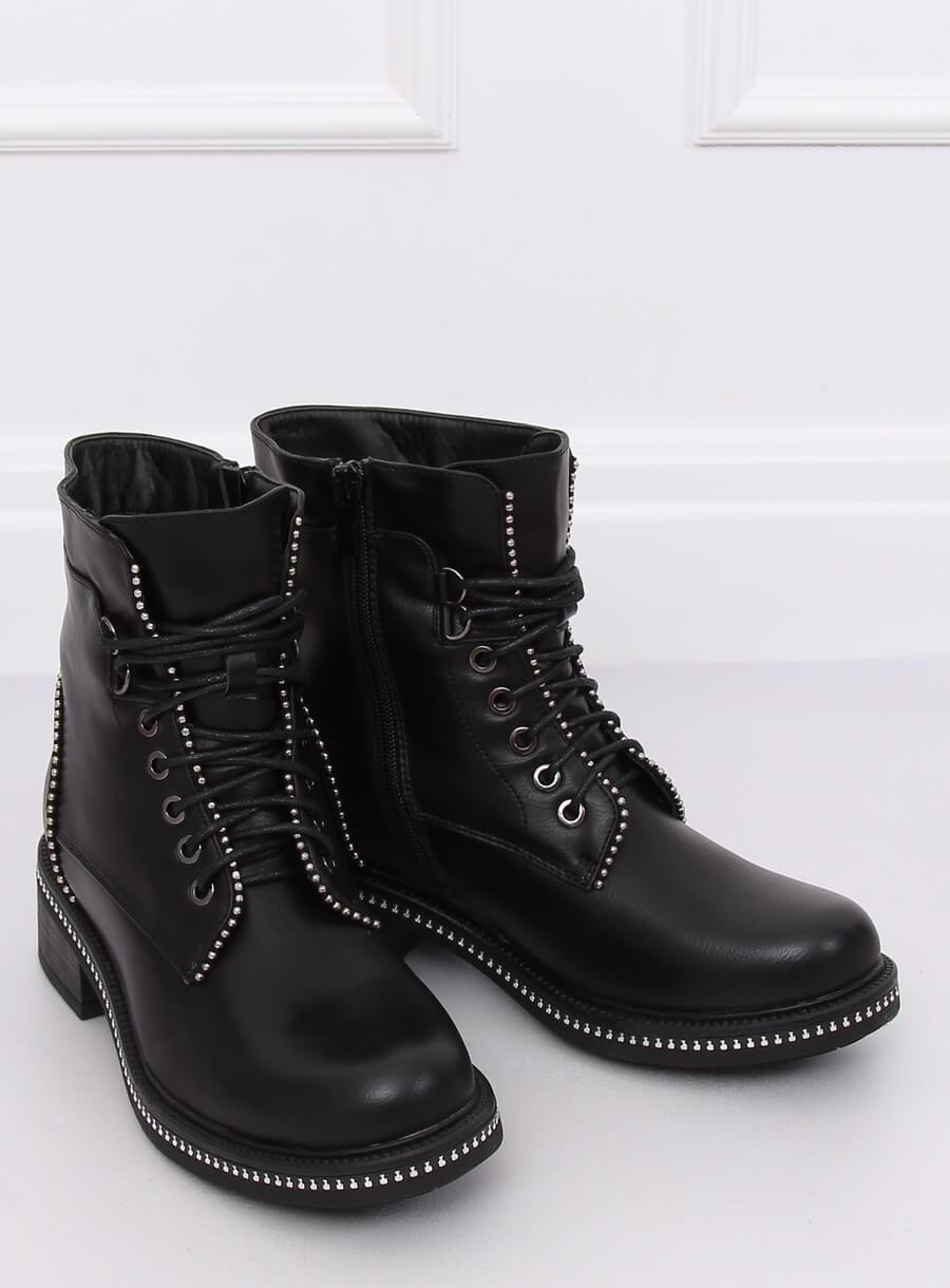 Čierne topánky so striebornými guličkami