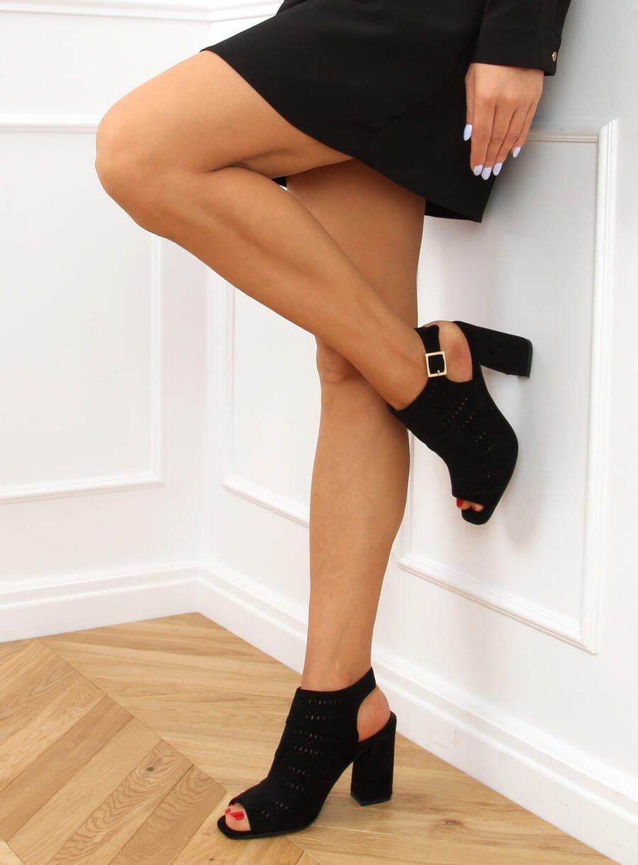 Dierkované sandále na vysokom podpätku čierne