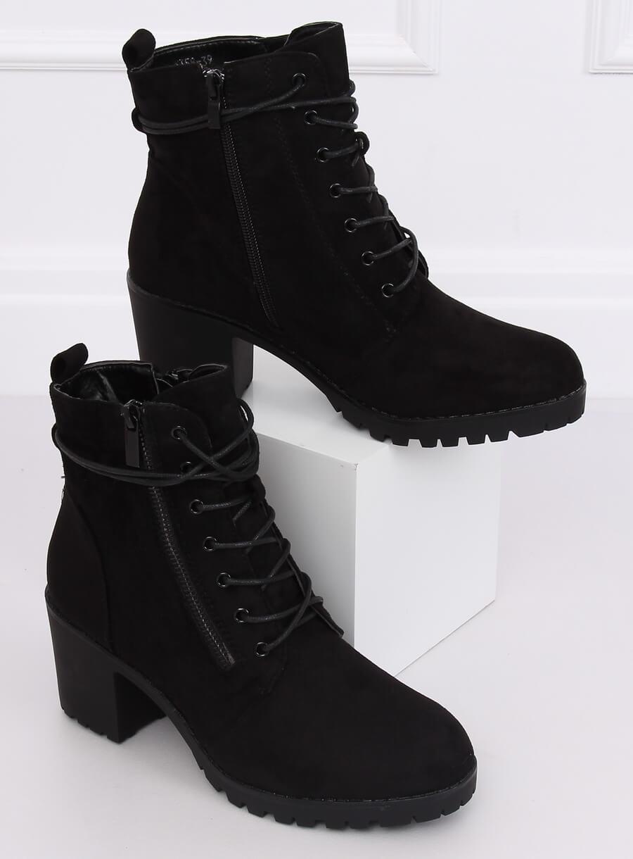 Čierne šnurovacie topánky