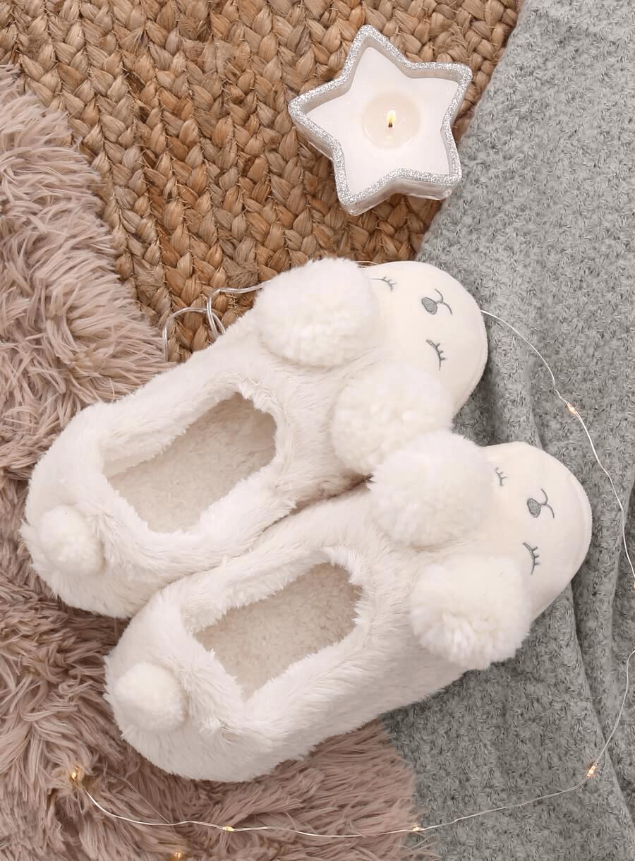 Biele papuče s brmbolcami