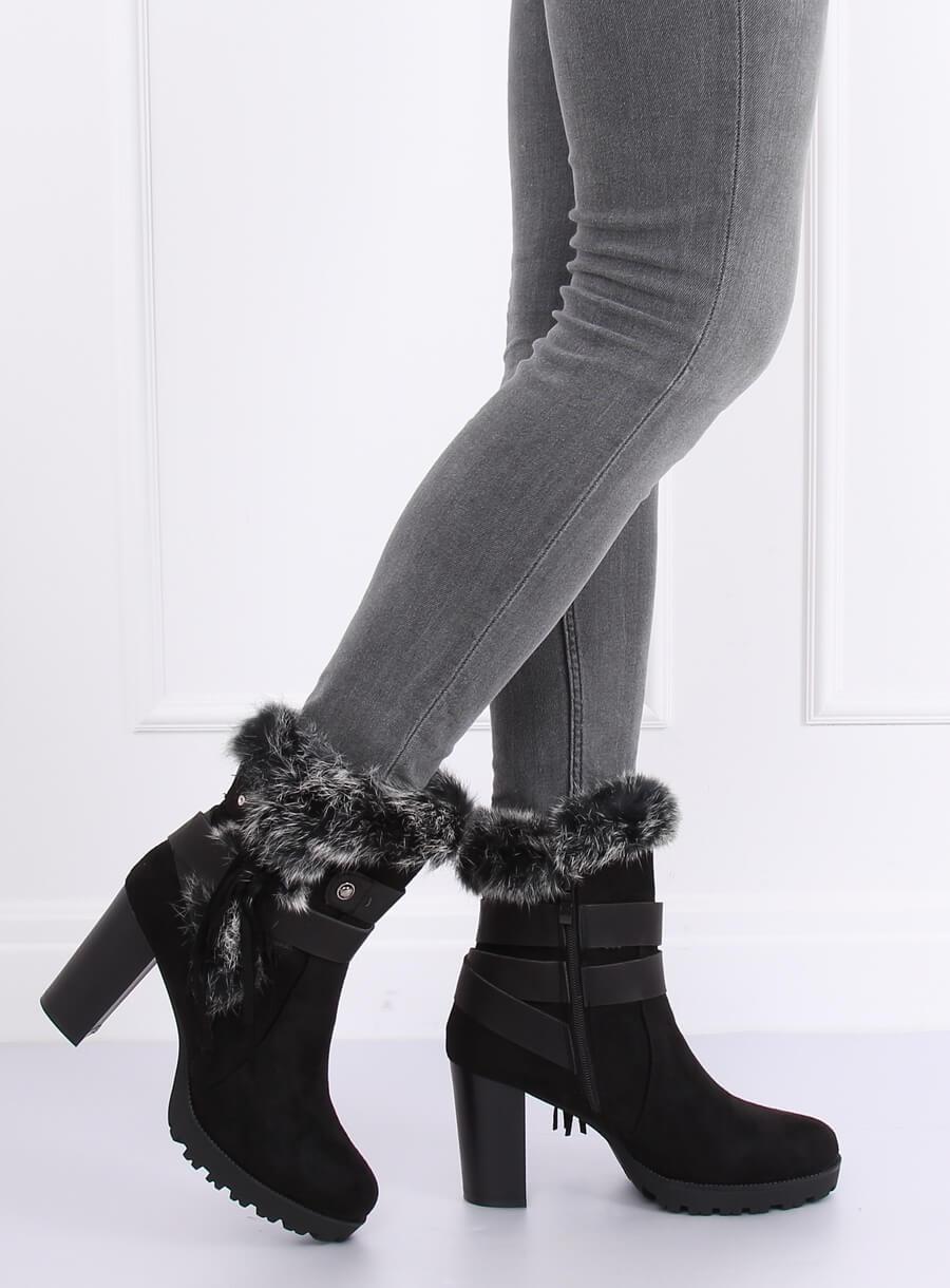 Čierne čižmičky s vysokým podpätkom a kožušinou