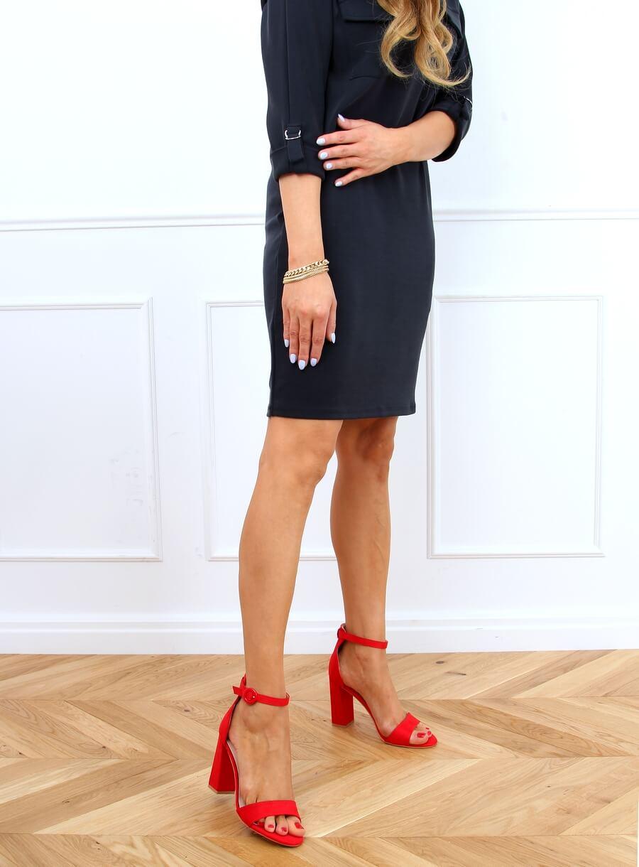 Červené sandále na vysokom podpätku