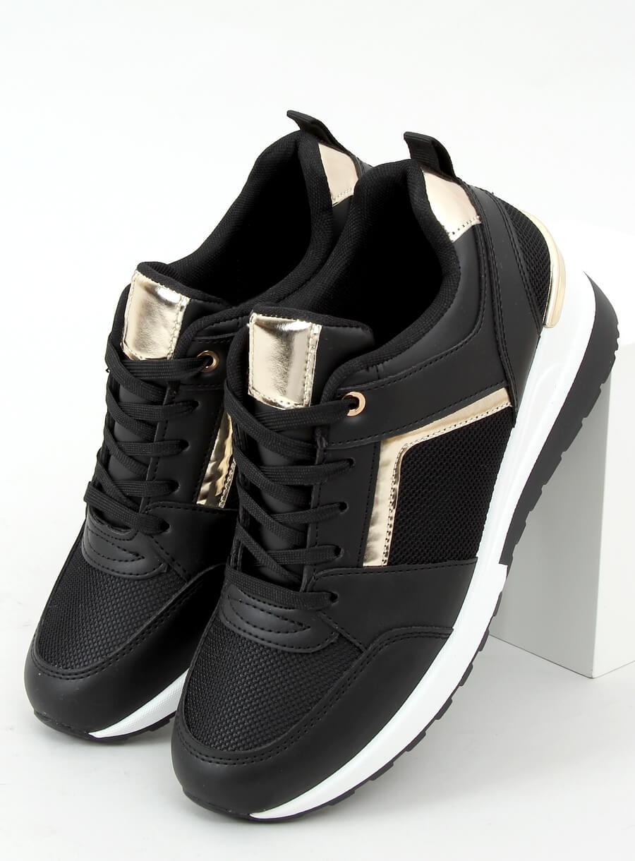 Čierna športová obuv na klinovom podpätku