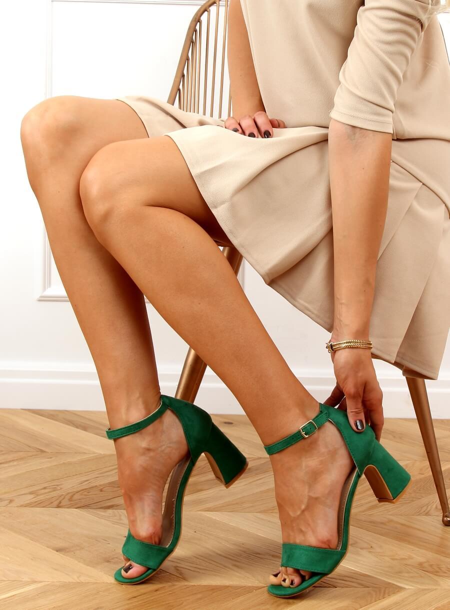 Zelené sandále na vysokých podpätkoch