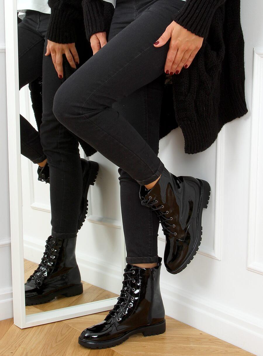 Čierne lakované šnurovacie topánky