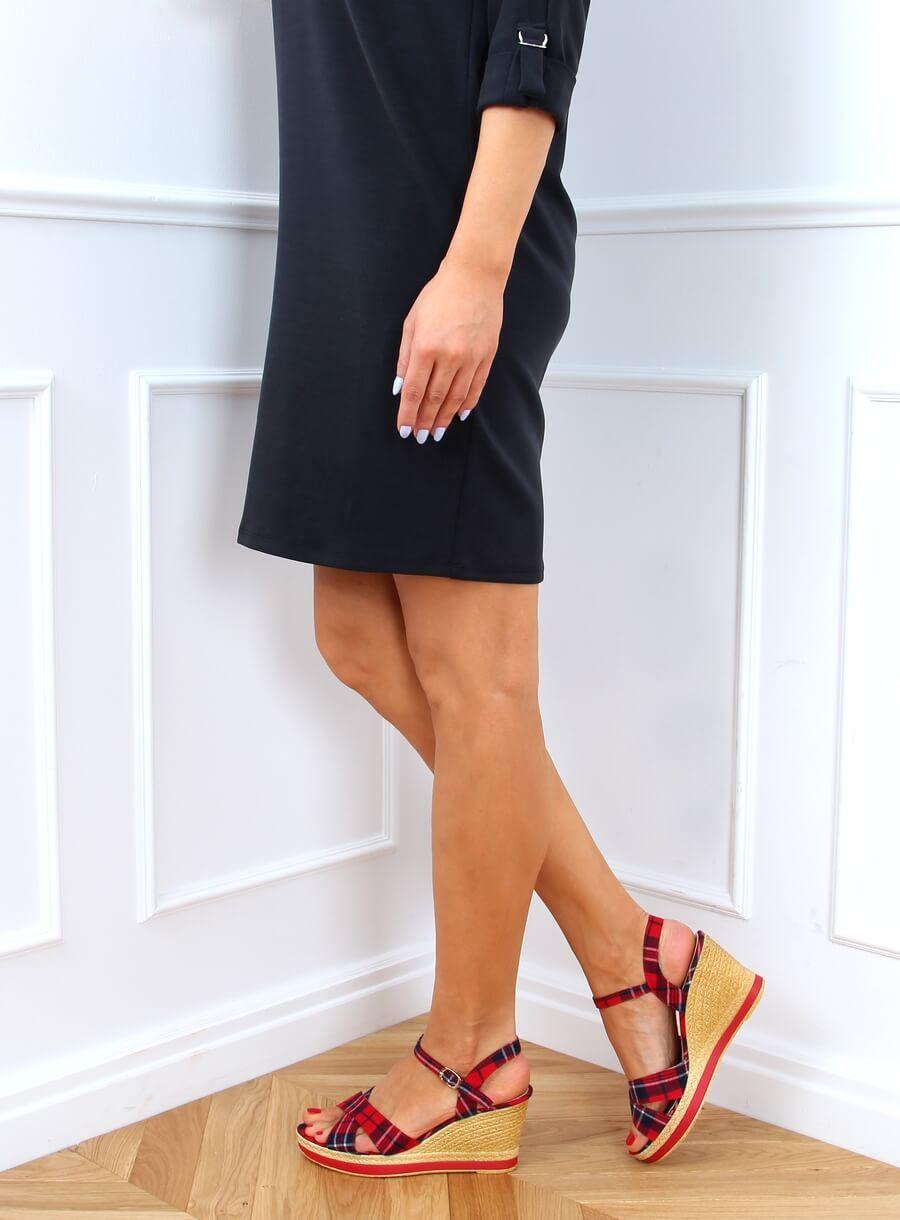 Červené kockované sandále