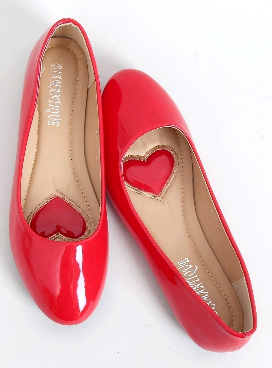 Lakované baleríny červene