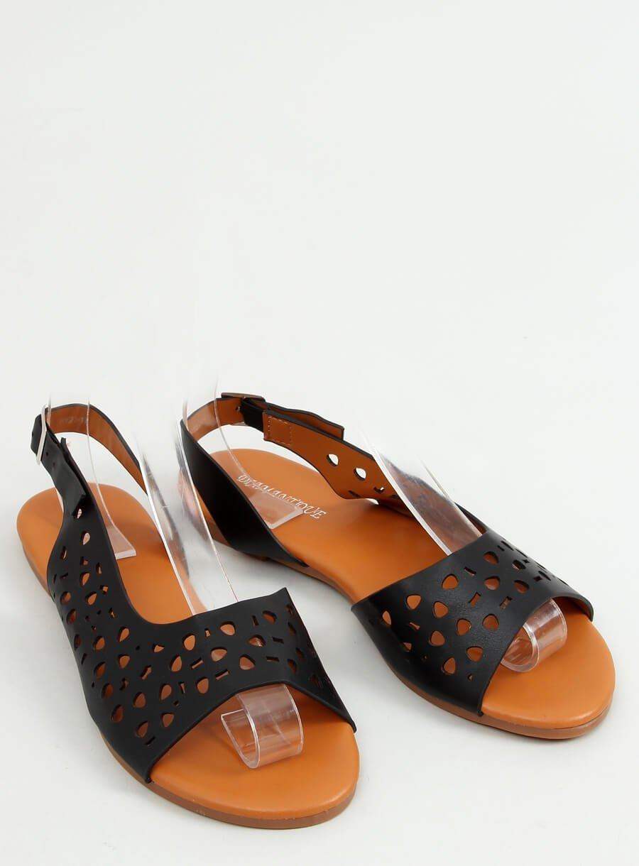 Čierne dierkovane sandále