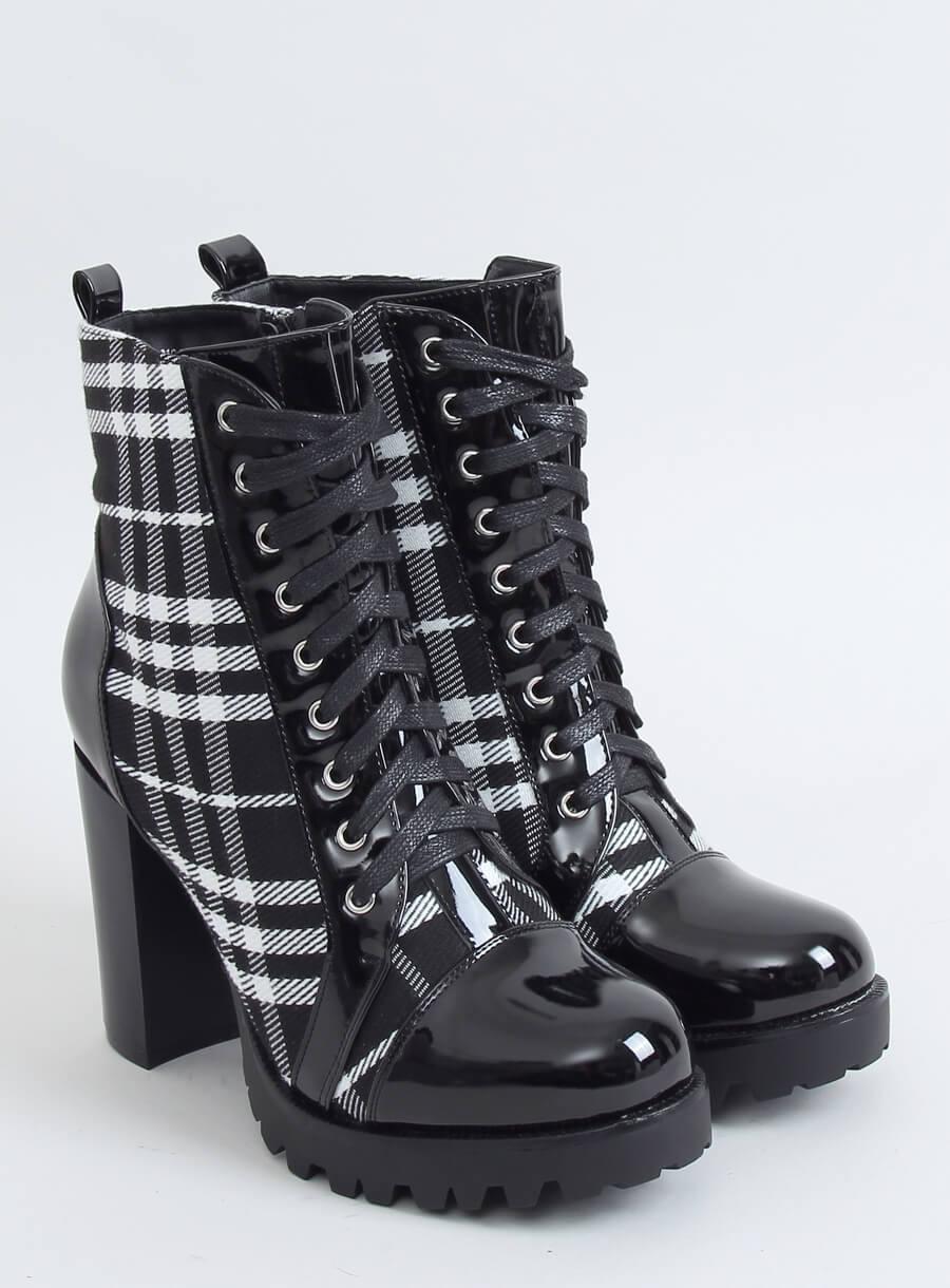 Čierno karované šnurovacie topánky