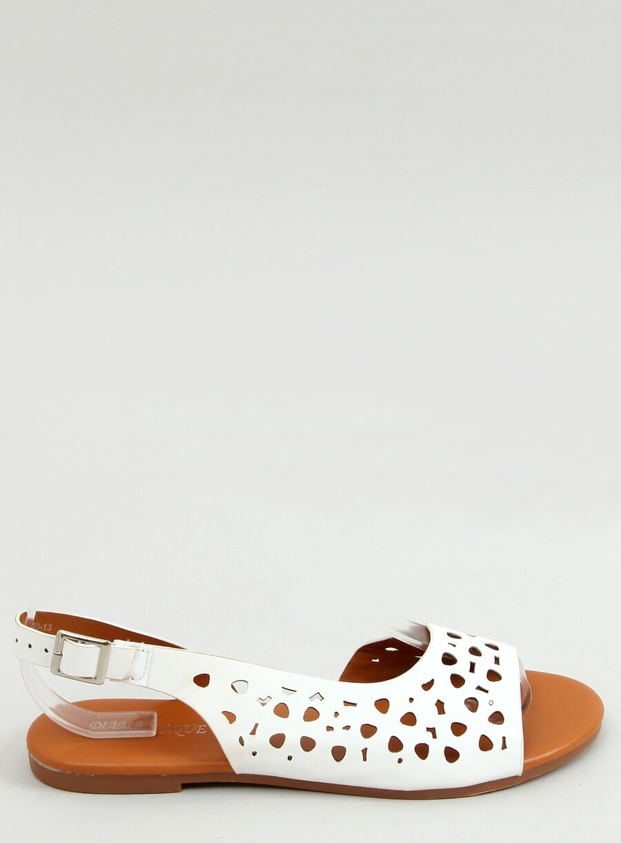 Biele dierkovane sandáli