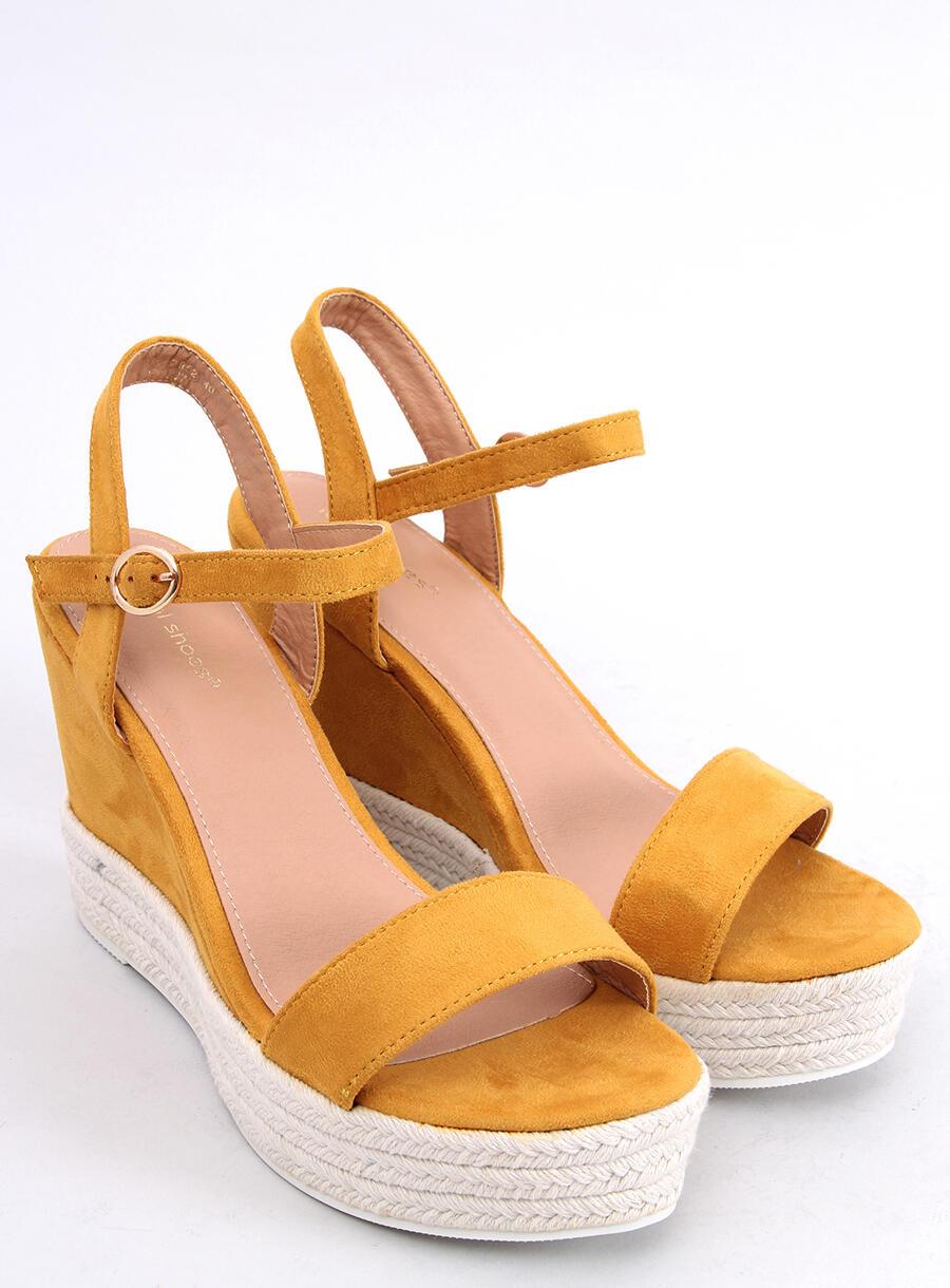 Žlté klinové sandále