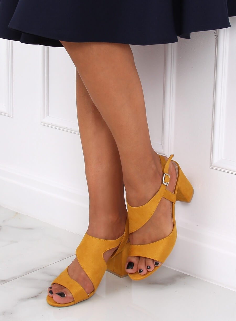 Žlté sandáli na podpätku