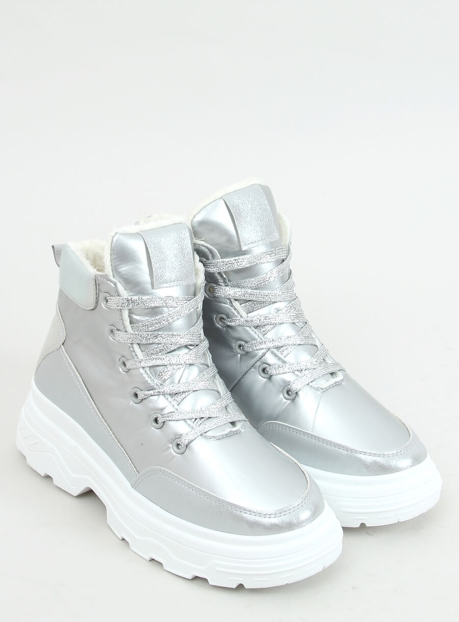 Zateplená športová obuv strieborna