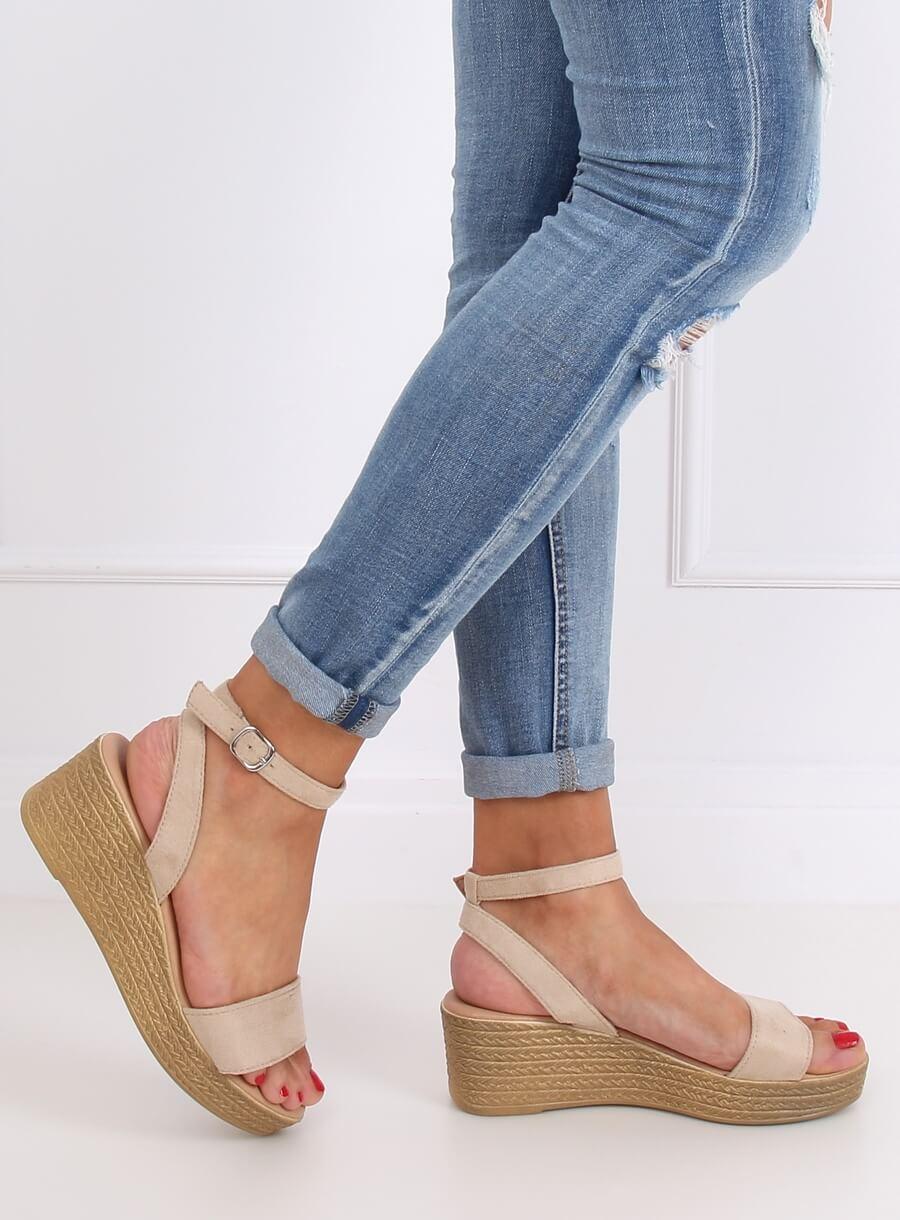 Sandále s pleteným klinom béžové