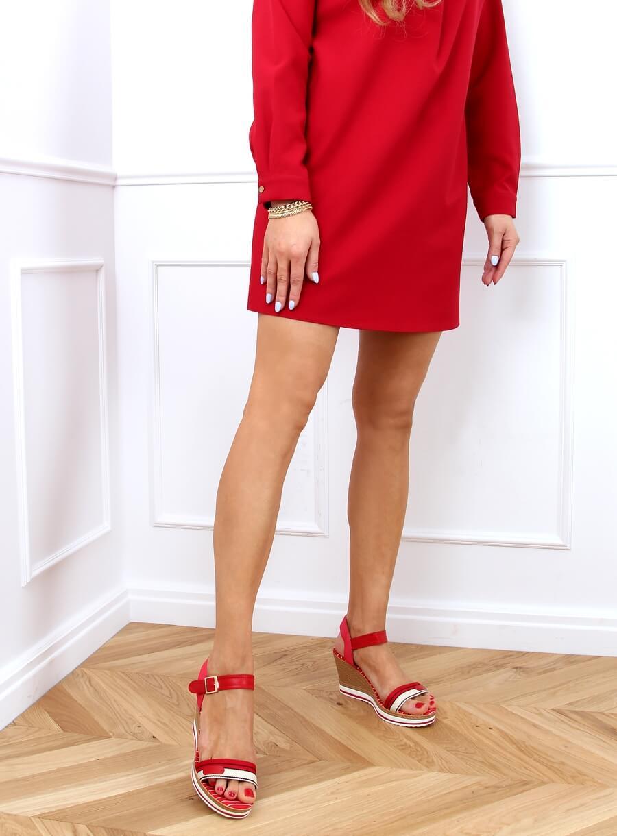 Sandále na klinovom podpätku červené