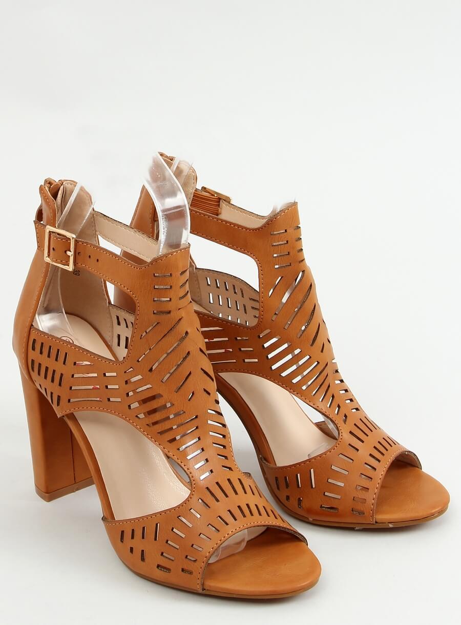Hnedé sandále na vysokom podpätku