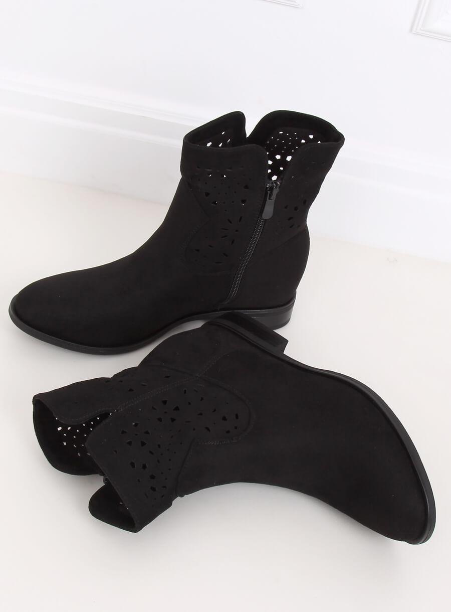 Čierne dierkované prechodne čižmičky