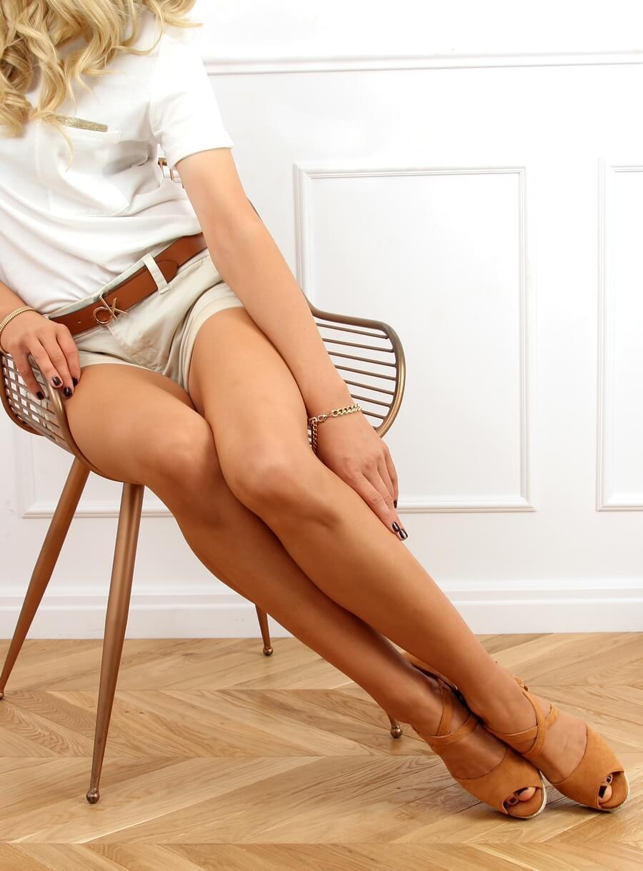 Karamelové sandále