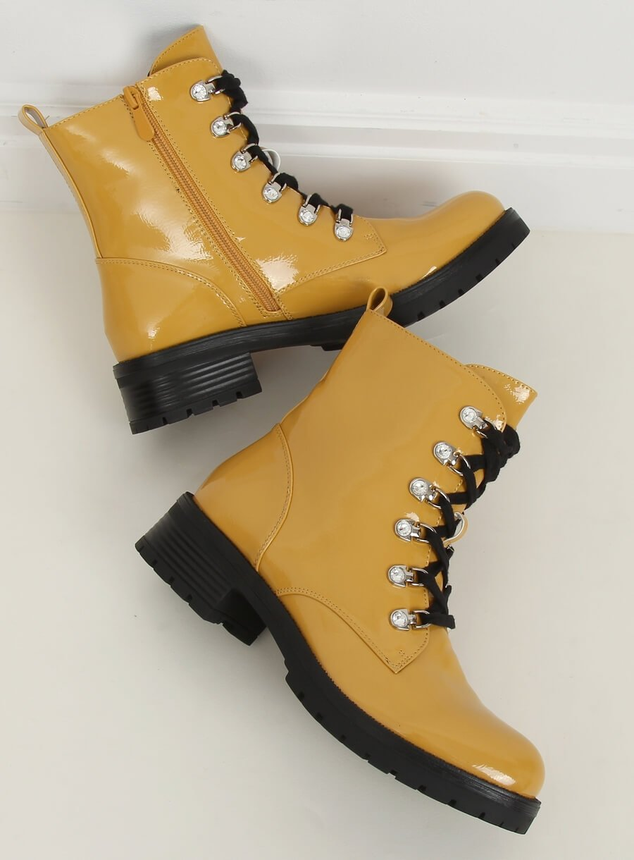 Žlté lakované topánky